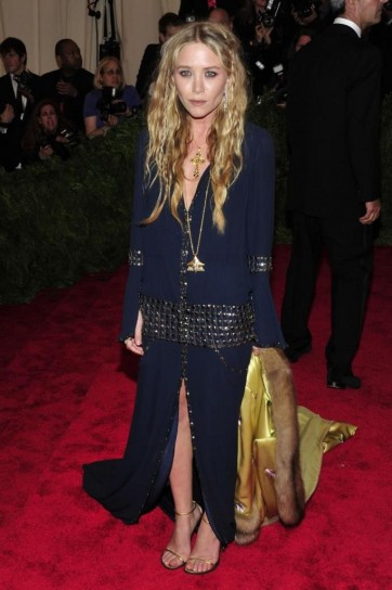 mary-kate-olsen-in-chanel-vintage